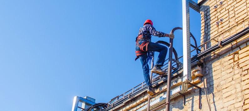 Todo ano cerca de 100 trabalhadores morrem vítimas de acidentes com quedas